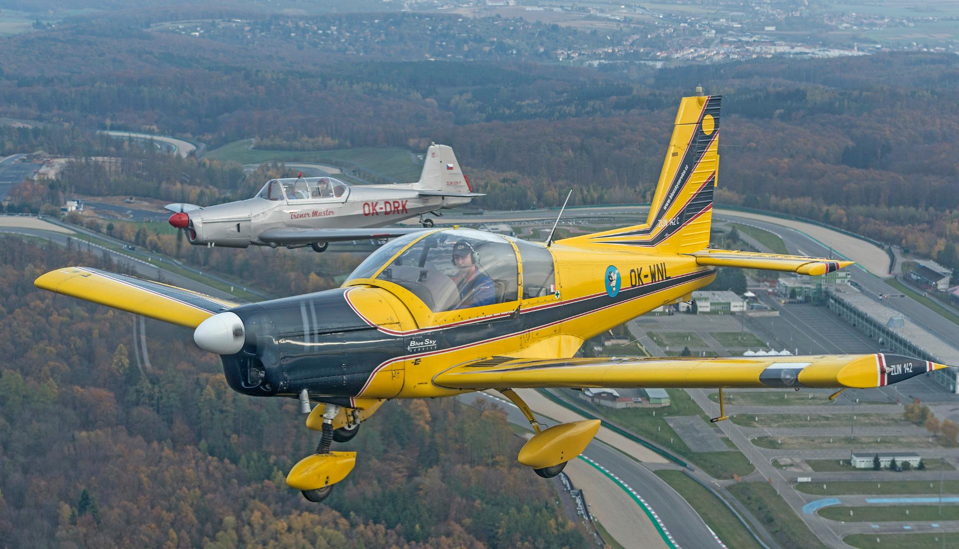 A-Zlin-142-a-526F-letova-fotografie-miroslav-kamrla-1920x1110_2.jpg