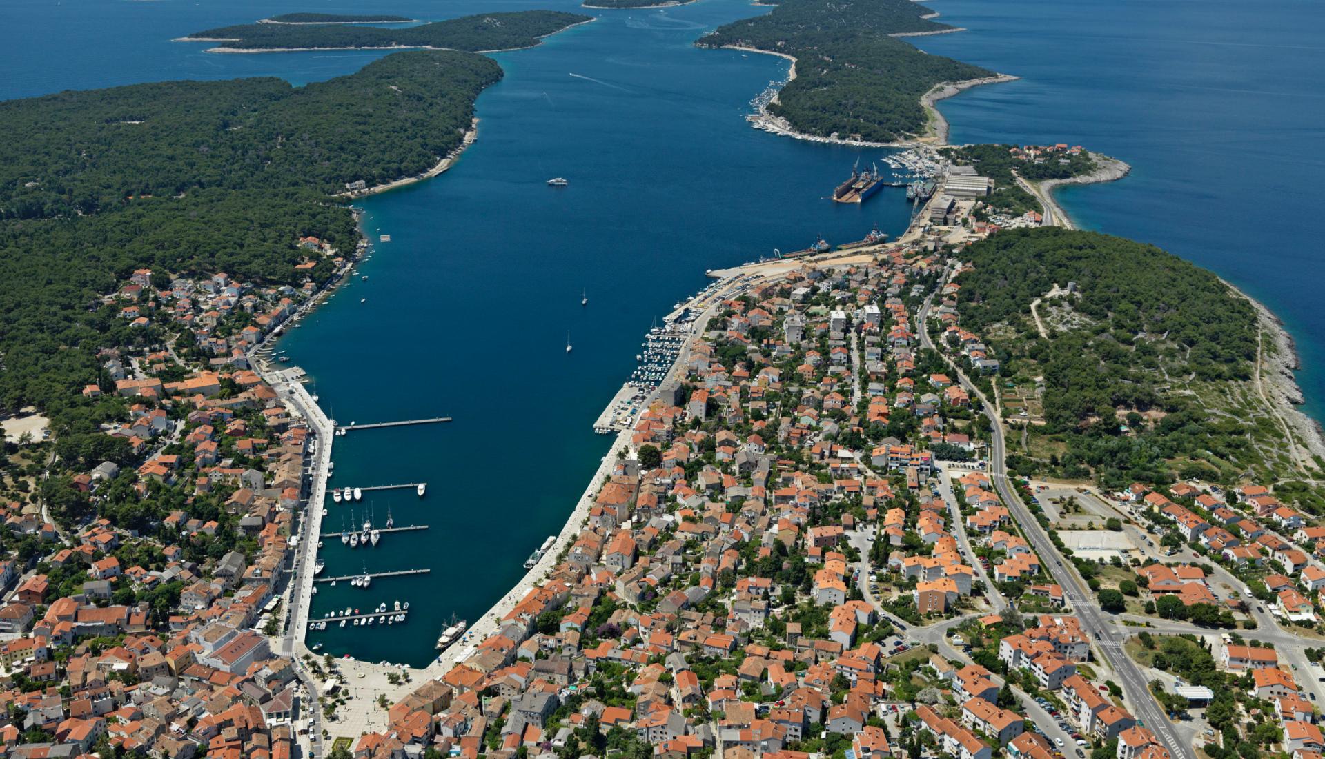 Chorvatsko-přístav - Letova fotografie - Miroslav Kamrla - 2- 1920x1110_2
