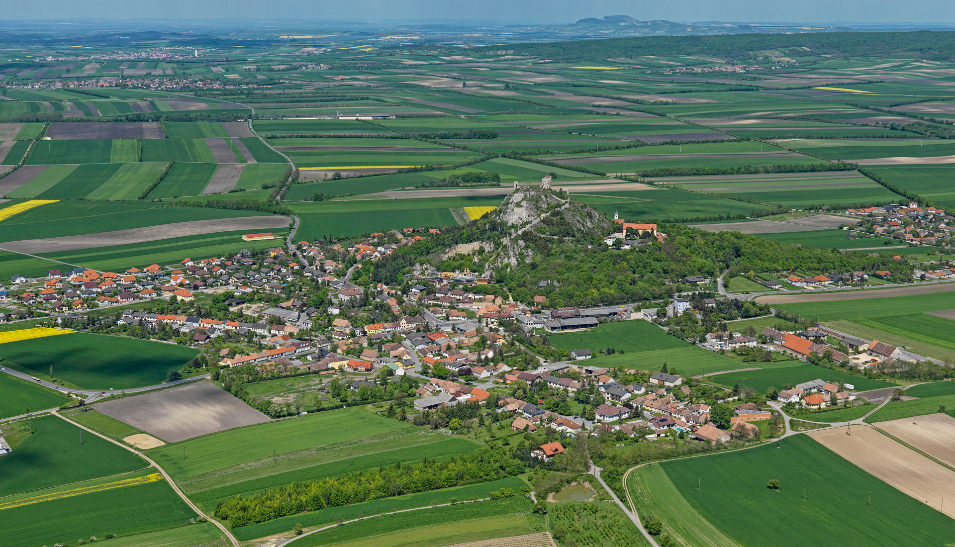 Staatz - Letecká velkoplošná fotografie