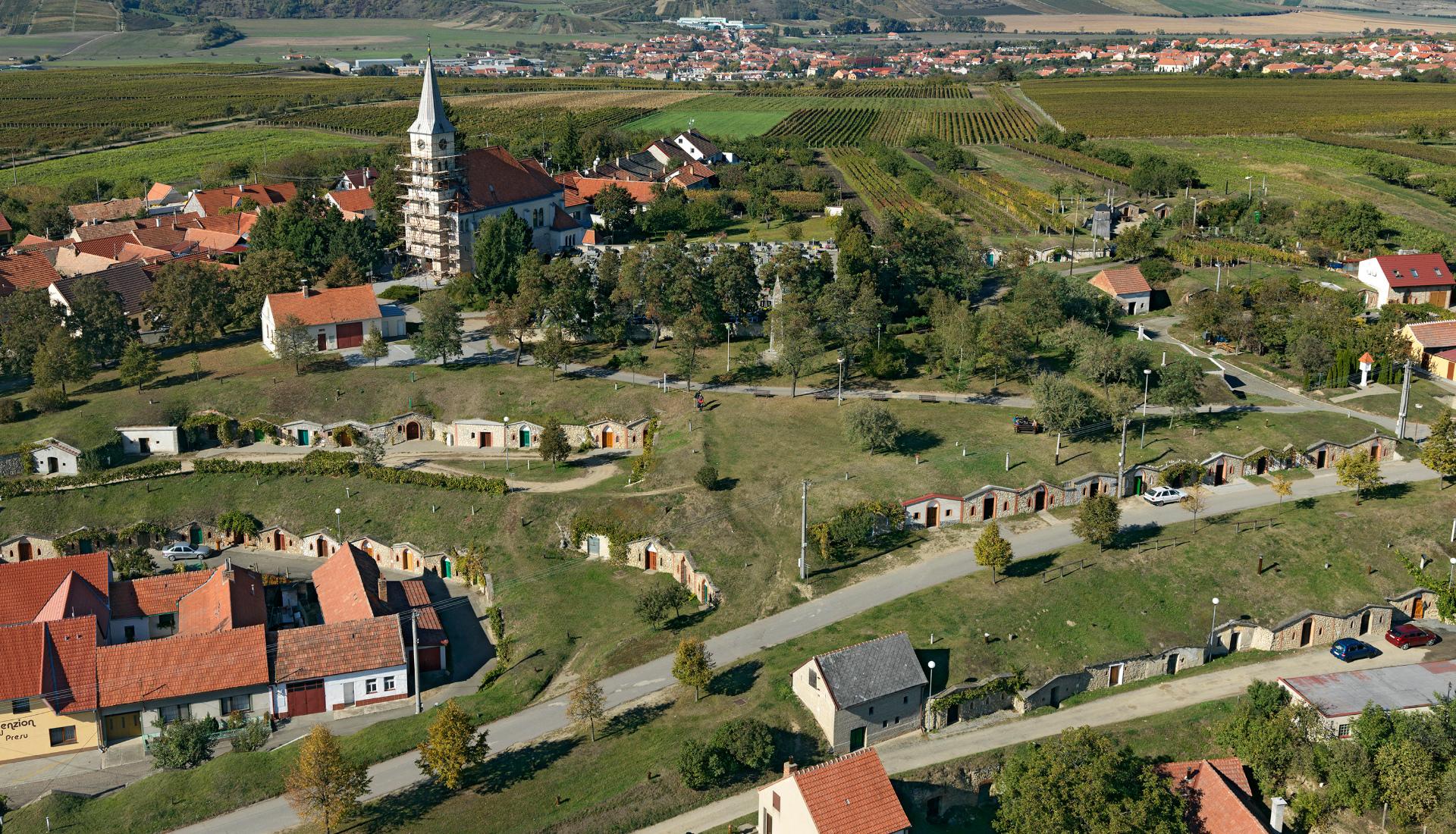 Vinné sklepy ve Vrbici - Letova fotografie - Miroslav Kamrla - 2- 1920x1110_4